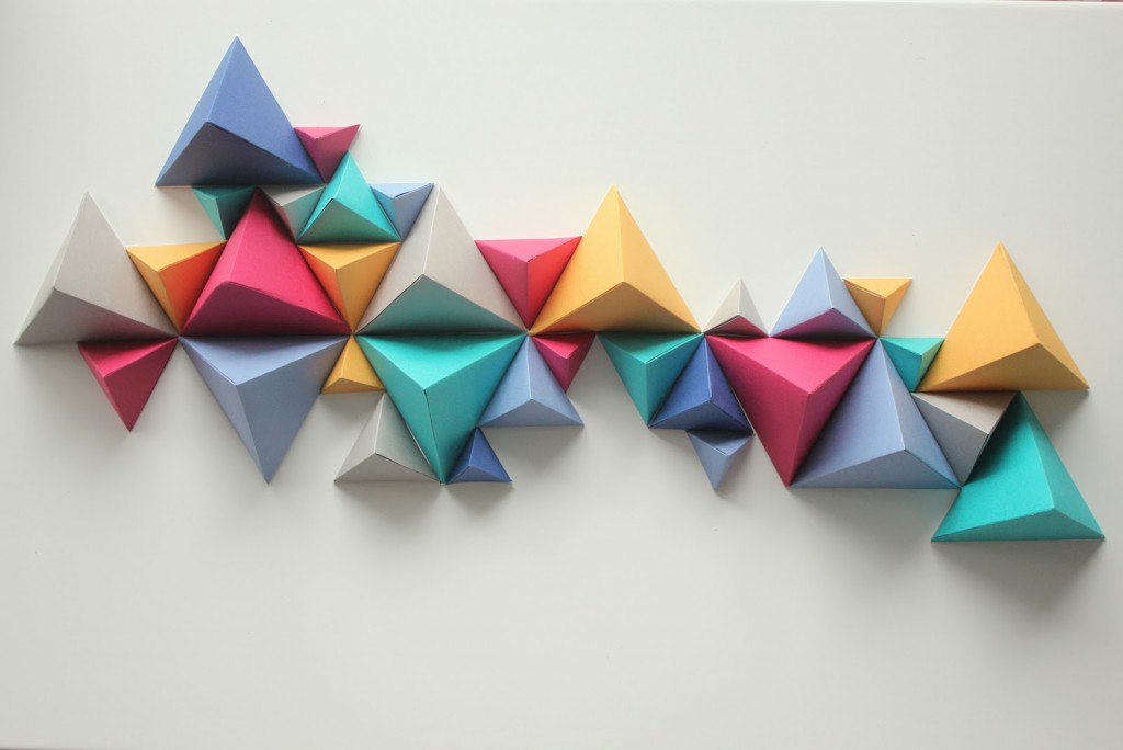 Diy papier d coration triangulaire kesi 39 art le blog - Decoration murale 3d ...